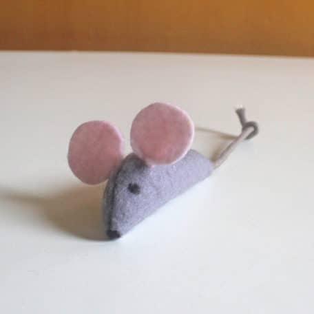 ratinho de feltro e catnip