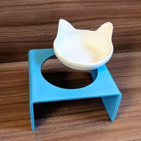 comedouro-elevado-para-gatos-com-orelha-azul3